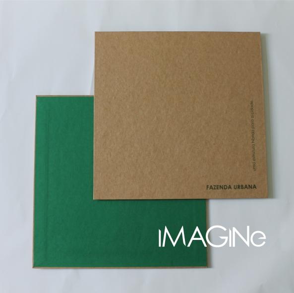 acabamento interno na cor da informação impressa.